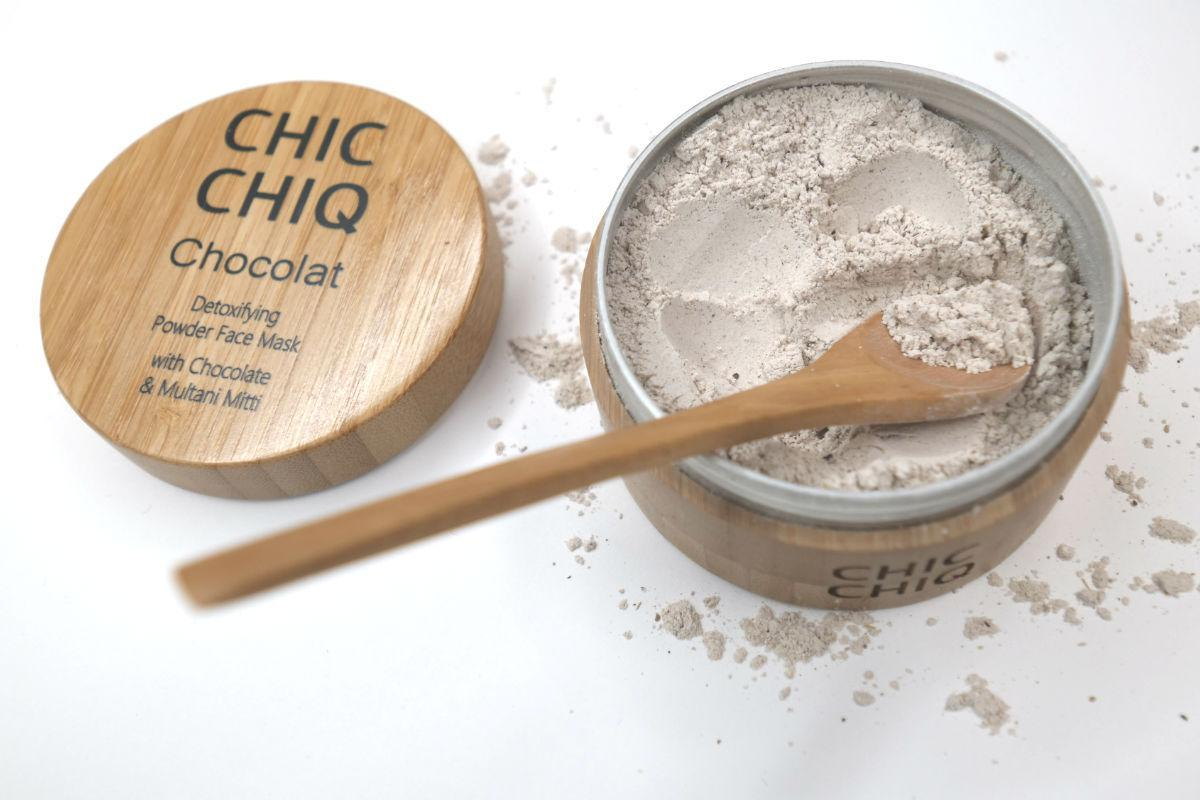 Applying the Chocolat facemask from CHIC CHIQ